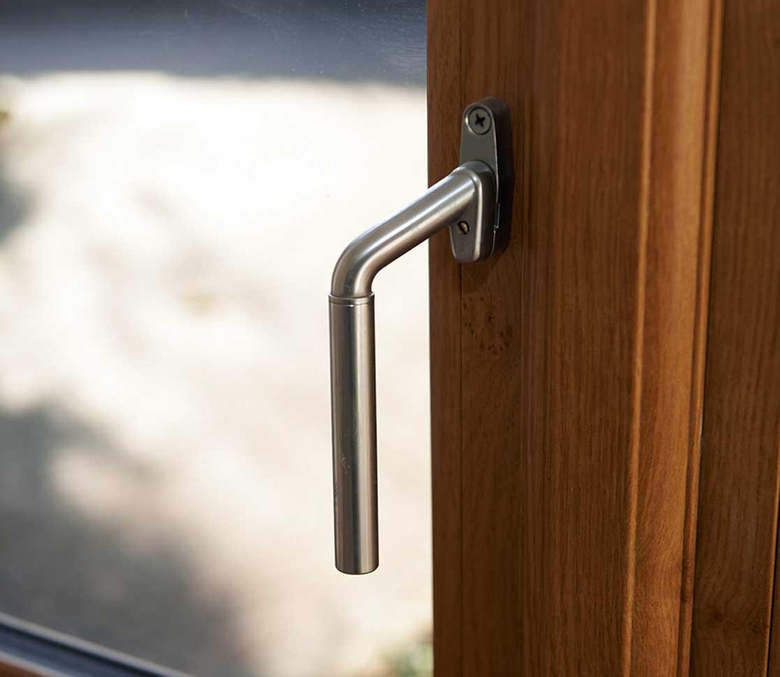 Liniar flush sash windows